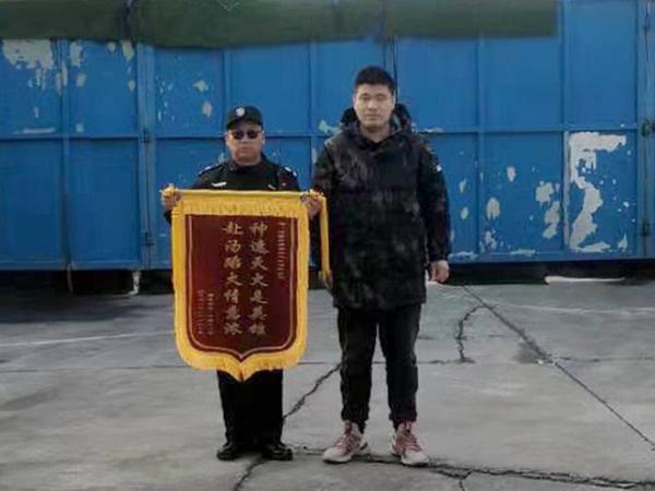 <b>突发火灾,天将番茄视频官网队员奋勇救火</b>